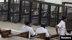 تصویری از دادگاه اعضای اخوان المسلمین در مصر