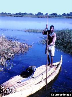 A man propels a papyrus boat across Lake Tana in Ethiopia, 1980. (Courtesy John Gaudet)