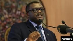 Menteri Kesehatan Nigeria Onyebuchi Chukwu memberikan keterangan pers mengenai kasus ebola negaranya di Abuja (7/8).