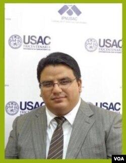 El doctor Adrián Chávez, analista del Instituto de Problemas Nacionales de la Universidad de San Carlos, IPNUSAC.