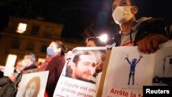 فعالان حقوق بشر در پاریس طی دیدار دو روزه عبدالفتاح السیسی، رئیس جمهوری مصر، از فرانسه، در اعتراض به نقض حقوق بشر در مصر دست به تظاهرات زدهاند. ۸ دسامبر ۲۰۲۰