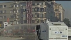 2013-06-11 美國之音視頻新聞: 土耳其警察進入伊斯坦布爾的塔克西姆廣場