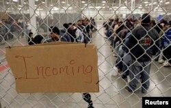 Vấn đề người nhập cư là bài toán khó dành cho ông Biden