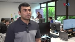 ملیے مائیکروسافٹ چھوڑ کر آن لائن کوڈنگ سکھانے والے پاکستانی امریکی نوجوان سے