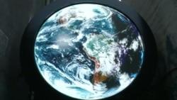 大千视界:纽约市大屏幕直播来自太空的地球图像