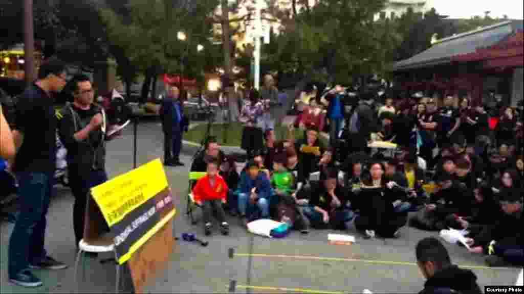 周日在旧金山声援香港占中行动的群众(张志强提供)