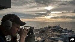 卡爾.文森號航母5月28日靠近菲律賓蘇里高海峽﹐進入第七艦隊防區(美國海軍圖片)