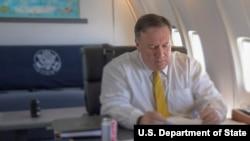 مایک پمپئو - سفر - پرواز - هواپیما