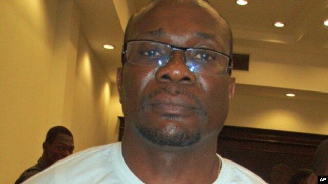 William Tonet no tribunal em Luanda