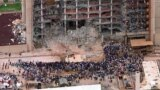 Церемония памяти у разрушенного федерального здания в Оклахоме. 5 мая 1995 г.