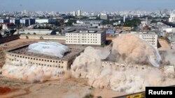 Penjara Carandiru yang dirobohkan di Sao Paulo, Brazil, tempat pembunuhan massal pada 1992 yang menewaskan 111 orang. (Foto: Dok)