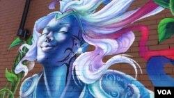 Sebuah lukisan mural oleh seniman Aniekan Udofia di sebuah sudut kota Washington DC (foto: J. Taboh, VOA).