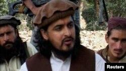 被美國無人機擊斃的巴基斯坦塔利班頭目馬哈蘇德2009年在南瓦濟里斯坦,與其他激進分子在一起。