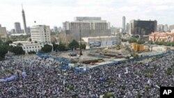 埃及開羅解放廣場上民眾要求前總統穆巴拉克下台