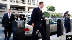 Donal Trump ရဲ႕မဲဆြယ္အဖြဲ႔ ဥကၠ႒ေဟာင္း Paul Manafort ျပည္ေထာင္စုတရား႐ံုးသို႔ လာေရာက္စဥ္။ (ဇြန္ ၁၅၊ ၂၀၁၈)