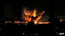 Serangan udara menghantam kota Rafah di Jalur Gaza Selatan, Senin malam (12/11).