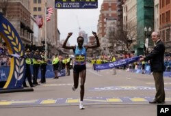 Edna Kiplagat of Kenya wins the women's division of the 121st Boston Marathon in Boston, April 17, 2017.