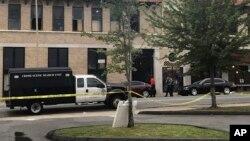 La detención del rapero Finese 2Tymes no está relacionada con el tiroteo en un club nocturno de Little Rock, que dejó 28 personas heridas el sábado.