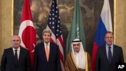 미국과 러시아, 사우디아라비아, 터키 등 4개국 외무장관들이 23일 오스트리아 빈에서 만나 시리아 사태 해결 방안을 논의했다.