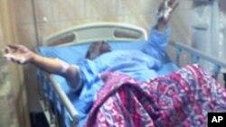Le restaurateur Abdouh Abdel Moneim, 49 ans, est hospitalisé après avoir tenté de s'immoler par le feu lundi près du parlement égyptien au Caire.