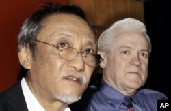 FILE - Thai Senator Kraisak Choonhavan, left, speaks during a joint news conference with William Monson, an American businessman at parliament house in Bangkok, Thailand, May 3, 2006. Monson said he has filed criminal charges against outgoing Prime Minister Thaksin Shanawatra.