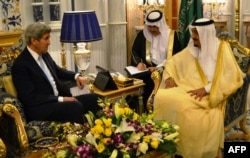 US Secretary of State John Kerry (L) meets with Saudi King Salman bin Abdulaziz al-Saud on May 15, 2016 in the Saudi Red Sea city of Jeddah as Washington and Riyadh consult with each other ahead of another week of high-stakes diplomacy on the Syria confli