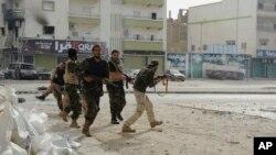 Tentara Libya dalam bentrokan dengan militan Islamis di Benghazi (foto: dok). HRW menuduh Libya melakukan penyiksaan terhadap para tahanan.