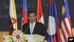 Thủ tướng Campuchia Hun Sen phát biểu tại buổi khai mạc Hội nghị Thượng đỉnh ASEAN tại Phnom Penh, ngày 9/7/2012