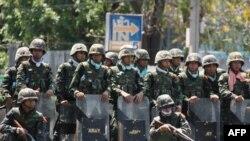 Binh sĩ Thái Lan trong cuộc đụng độ với gười biểu tình Áo Ðỏ năm 2010