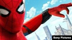 """El actor Tom Holland en el papel principal de """"Spider-Man: far from home""""."""