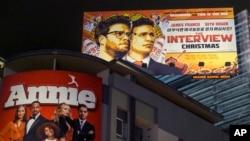 지난 17일 미국 캘리포니아주 헐리우드의 한 극장에 영화 '인터뷰' 홍보 간판이 걸려있다.