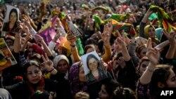 Kurdên Sirûcê li ser tixubê Kobanê civîne rizgarkirina wî bajarî pîroz dikin