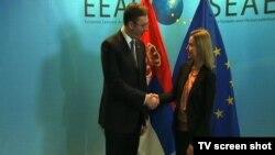 Srpski premijer Aleksandar Vučić i EU posrednica u pregovorima Beograda i Prištine, Federika Mogerini u Briselum, 9. februar 2015.