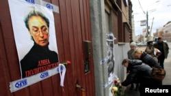 俄羅斯民眾悼念遇害的記者安娜