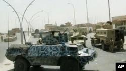 Musul dışında bekleyen Irak ordusuna ait araçlar