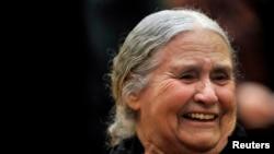 Nhà văn Anh Doris Lessing tại buổi lễ nhận giải Nobel Văn chương ở London