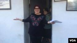 RFE/RL Journalist Khadija Ismayilova walks out of prison, after her sentence is reduced, May 25, 2016. (Photo: VOA Azeri Service)