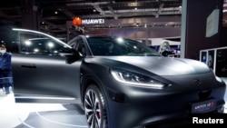 上海汽車展上的華為電動車展台 (2021年4月19日)