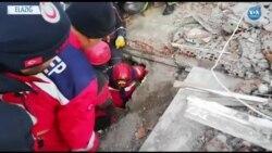 Depremden Saatler Sonra Bir Kişi Daha Sağ Olarak Kurtarıldı
