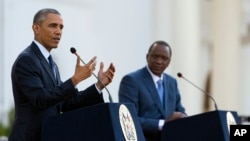 Presiden Barack Obama speaks bersama Presiden Kenya Uhuru Kenyatta dalam sebuah konferensi pers gabungan di Nairobi, Kenya, 25 Juli 2015.