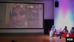 Peluncuran program Hijabi Monologues Indonesia. (VOA/Alina Mahamel)