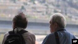 ผลการศึกษาความคาดหมายการคงชีพ หรือ Life expectancy ระบุว่าคนอเมริกันมีช่วงอายุของชีวิตสั้นกว่าประชาชนในประเทศอุตสาหกรรมอื่นๆ