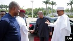 President of Nigeria Muhammadu Buhari (R) greets former President of Ghana John Mahama (2nd R) in Abuja on Jan. 9, 2017.