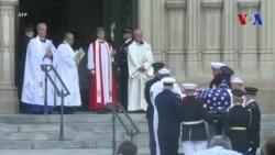 Funérailles nationales pour John McCain (vidéo)