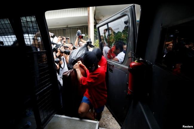 Penangkapan terhadap aktivitas LGBT di berbagai daerah di Indonesia marak terjadi belakangan ini.