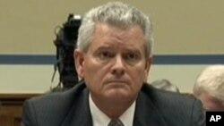 前美國總務署署長尼利出席聽證會。