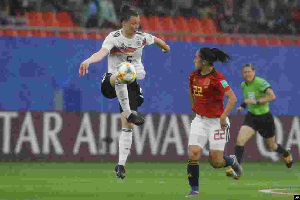 تیم ملی فوتبال زنان آلمان در گروه بی مسابقات جام جهانی فوتبال زنان به مصاف اسپانیا رفت. آلمان گل اول بازی را زد.