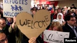 Građani pozdravljaju pristigle migrante u Dortumundu, Nemačka 6. septembar 2015.