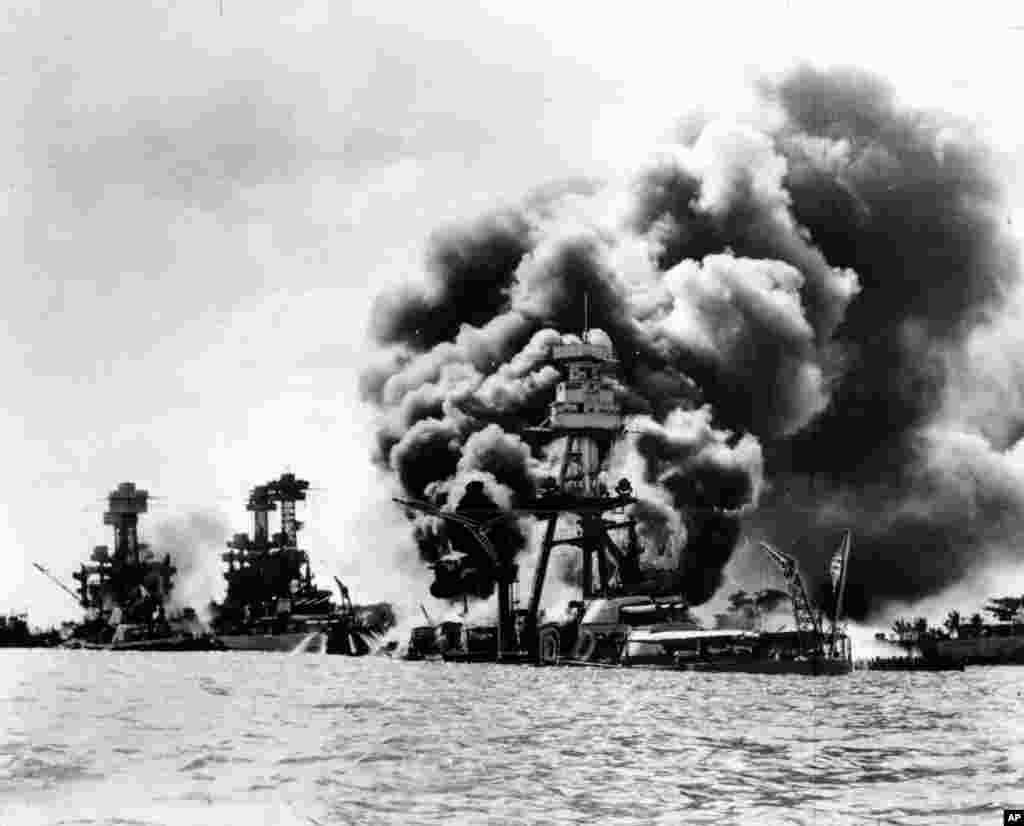 امروز در تاریخ: هفتاد و پنج سال پیش در این روز،ژاپن به پایگاه نیروی دریایی ایالات متحده آمریکا در ناحیه ای موسوم به پرل هاربر در ایالت هاوایی آمریکا حمله کرد.آمریکا روز بعد علیه ژاپن اعلان جنگ کرد و وارد جنگ جهانی دوم شد.