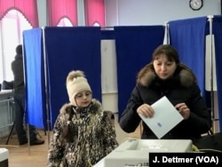 Voting at polling station 73, near the Kremlin